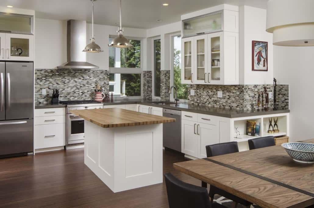 Modern Deschutes Waterfront Kitchen